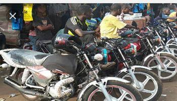 Conducteurs de taxi moto à Enco5